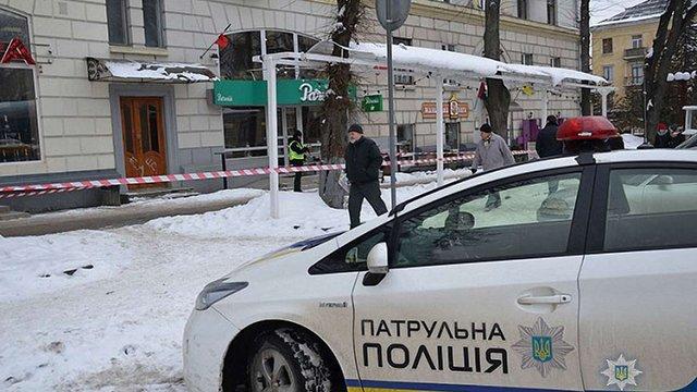 У центрі Тернополя невідомий ножем поранив екс-депутата міськради від «Свободи»