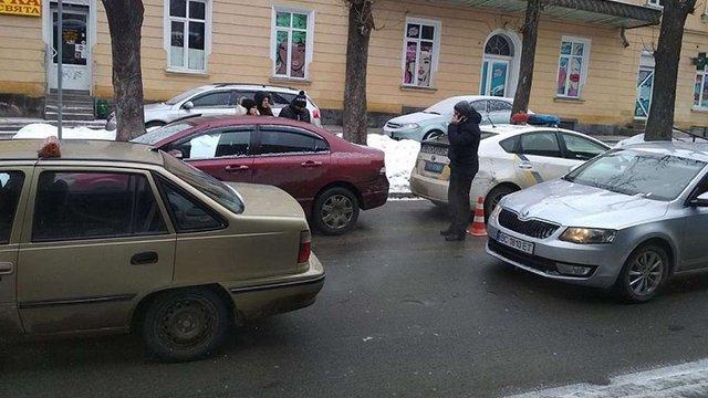 П'яний водій, що втікав з місця ДТП, умисно збив 32-річну жінку біля Стрийського ринку