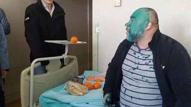 Обвинуваченого в убивстві журналіста Веремія Юрія Крисіна облили зеленкою