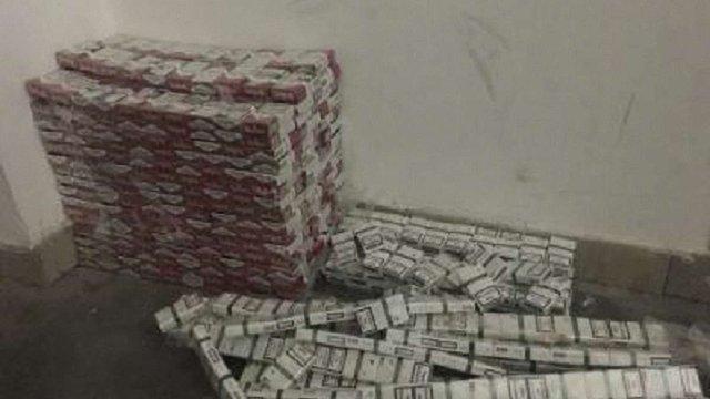 У Раві-Руській прикордонники затримали два автомобілі з контрабандними цигарками