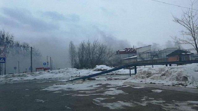У Львові загорілись складські приміщення, пожежу ліквідовують