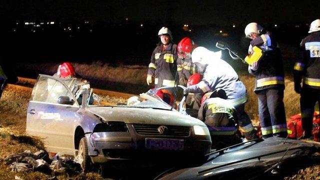 В Польщі у зіткненні автомобіля з рейковим автобусом загинули четверо українців