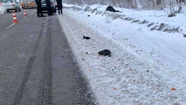 На узбіччі дороги біля Львова виявили тіло чоловіка
