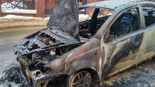 Вночі у Львові згорів автомобіль високопоставленого чиновника міськради