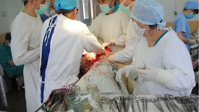 У Львові успішно видалили злоякісну пухлину, що з нирки проросла аж до серця