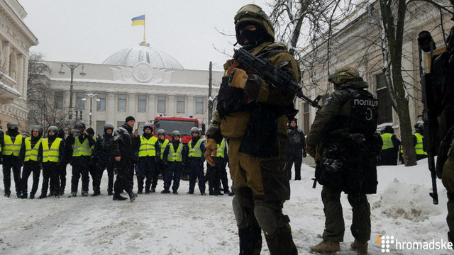 Поліція повідомила про 100 затриманих протестувальників біля Верховної Ради