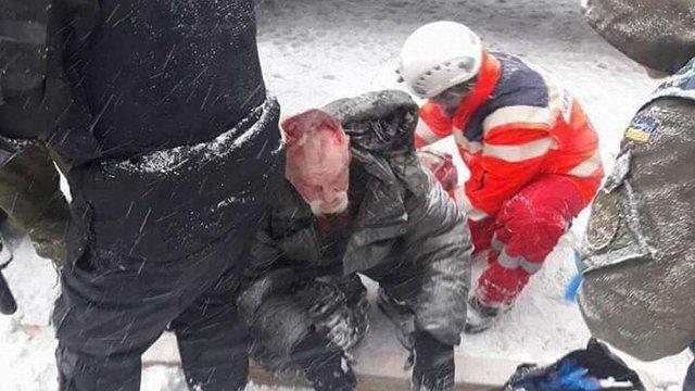 Після знесення наметів під Верховною Радою 11 протестувальників доправили до лікарні