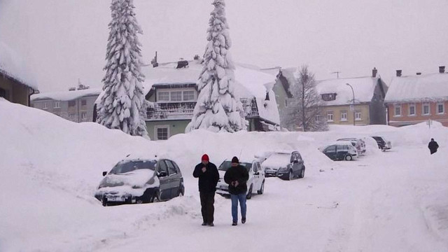 У Європі через сильні снігопади та морози загинули понад 60 осіб