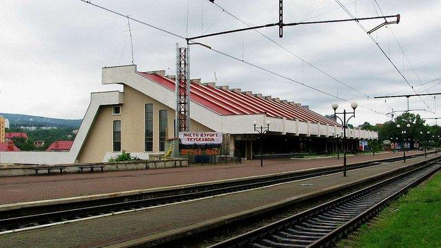 У Трускавці невідомі серйозно травмували працівника вокзалу
