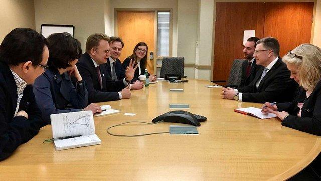 Садовий зустрівся у Вашингтоні з представником Держдепу США по Україні Куртом Волкером