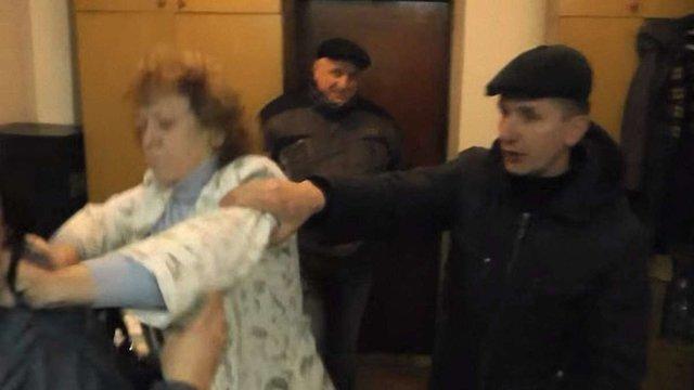 Бухгалтерку дрогобицького готелю за напад на журналістку засудили на рік умовно