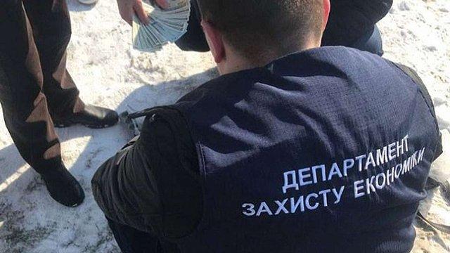 Помешкання доньки та сватів голови Чернівецької ОДА обшукали у справі про контрабанду