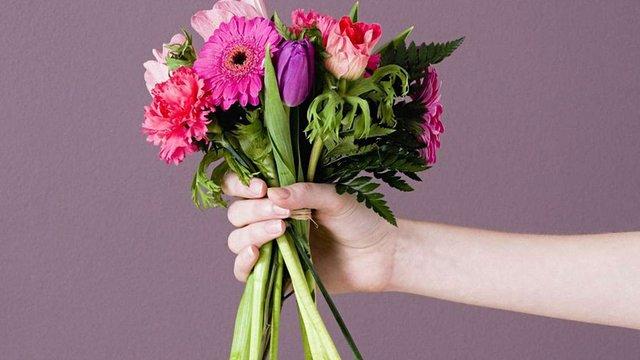 8 березня у центрі Львова феміністки даруватимуть квіти чоловікам