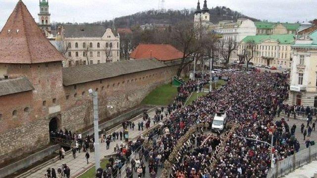 У неділю у Львові ситуативно перекриватимуть рух транспорту через загальноміську хресну ходу