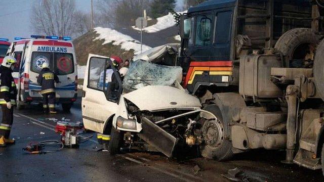 Двоє українців загинули в Польщі внаслідок зіткнення мікроавтобуса з вантажівкою