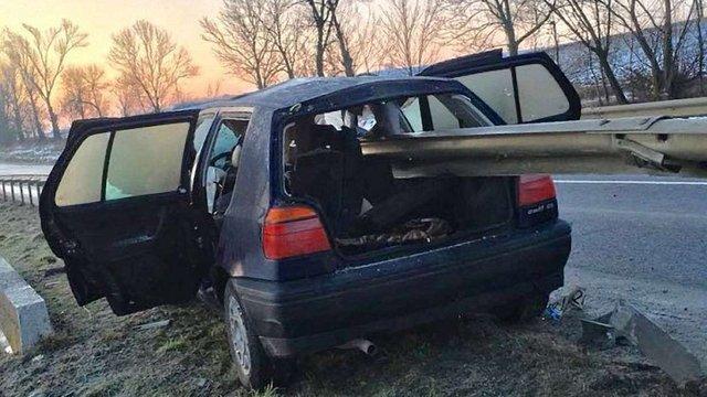 На Жовківщині автомобіль врізався у відбійник, пасажир загинув
