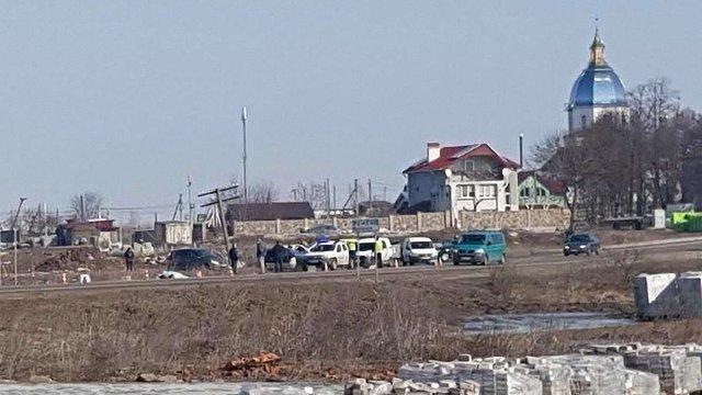 На Львівщині колесо вантажівки вилетіло на зупинку громадського транспорту, загинула жінка