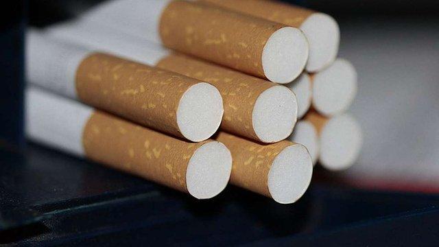 Трьох українців поліція затримала на нелегальній фабриці сигарет у Польщі