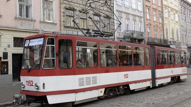 Упродовж години через площу Ринок не курсуватимуть трамваї № 2, 1 та 9