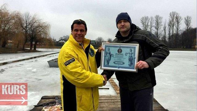 Мешканець Коломиї проплив під кригою 61 метр і встановив рекорд України