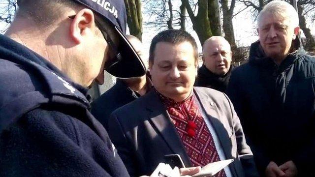 Через привітання «Слава Україні» під час поминальних заходів у Польщі викликали поліцію