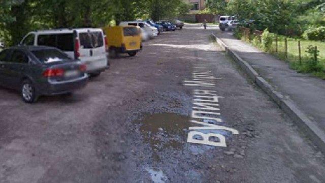 У Львові мешканці вулиці власним коштом ремонтуватимуть дорогу