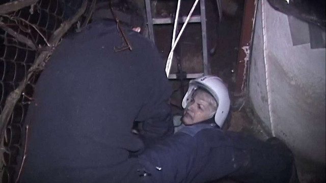 Через обвал ґрунту у Підбірцях жінка провалилася у чотириметрову яму