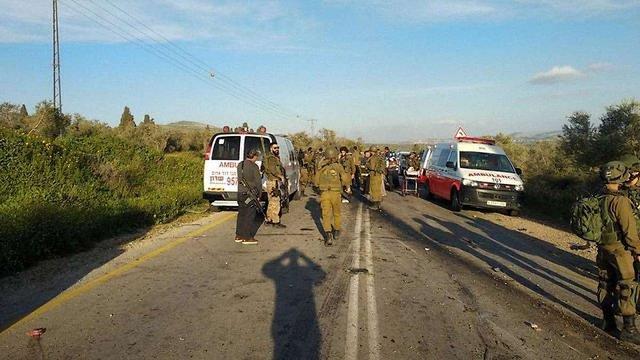 Палестинський бойовик на автомобілі врізався в групу ізраїльських солдатів, є жертви