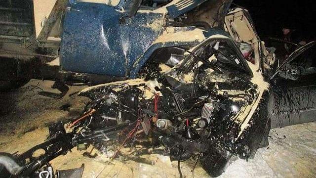 На Київщині BMW на єврономерах в'їхав у вантажівку: загинули четверо людей