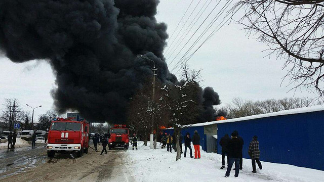 Рятувальники загасили пожежу на ринку в Чернівцях, троє людей постраждали