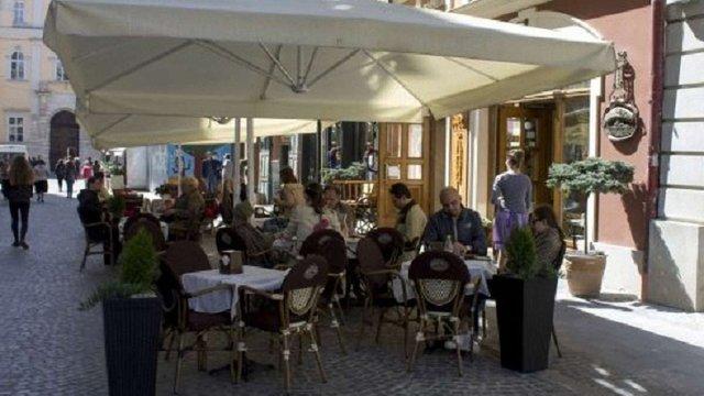 У Львові пропонують дозволити роботу літніх майданчиків цілий рік