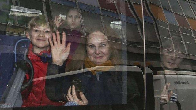 Частина російських дипломатів залишила посольство в Лондоні