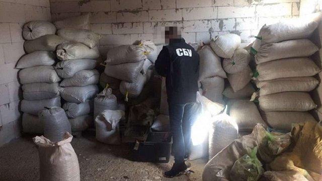 Правоохоронці вилучили понад 3 тонни бурштину на Житомирщині
