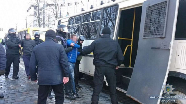 Під Кабміном  за бійку з силовиками затримали 7 мітингувальників