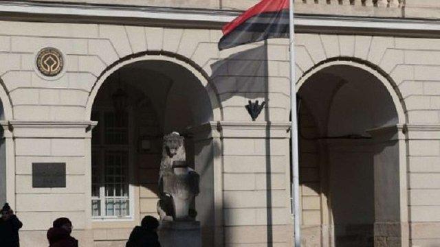 Львівська мерія та депутати досягли компромісу щодо використання червоно-чорного прапора