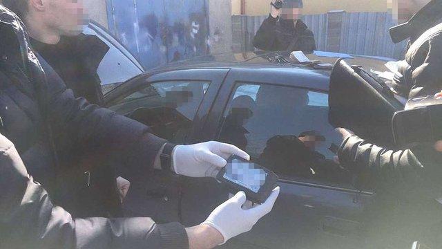 На Львівщині оперуповноваженого кримінальної поліції затримали на хабарі у $300
