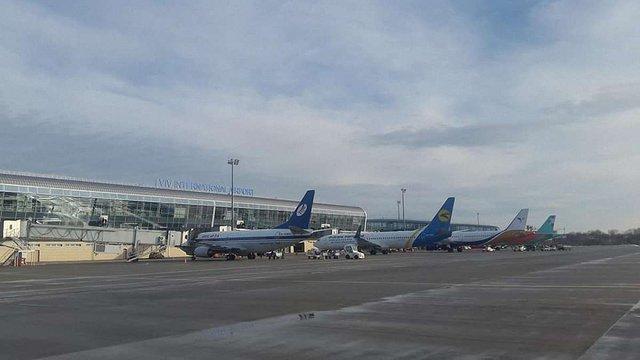 Керівництво львівського аеропорту веде перемовини з двома новими авіакомпаніями