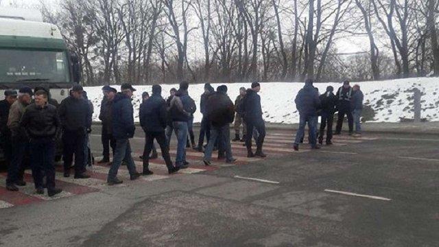 Мешканці сіл біля Стрия перекрили трасу Київ-Чоп через незадовільний стан місцевої дороги