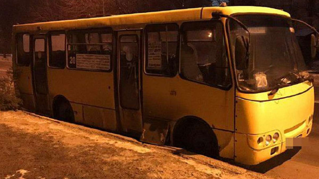 У Львові патрульні затримали підозрюваних в крадіжці акумуляторів з маршрутки