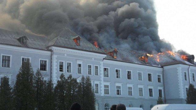 Рятувальники понад 16 годин гасили пожежу в готельному комплексі «Layar Palace» у Хирові