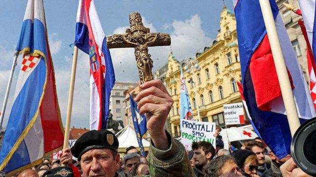 У Загребі тисячі хорватів протестували проти «третьої статі» та одностатевих шлюбів