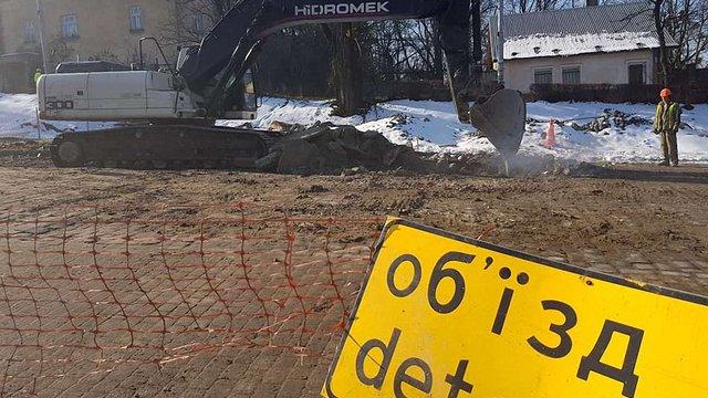 Ще одну ділянку Личаківської закрили для руху транспорту до серпня