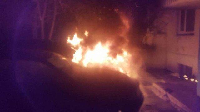 У Чернівцях невідомі спалили машину активіста руху «Стоп корупції»