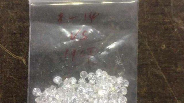 Київські митники виявили у посилці з Гонконга понад 200 діамантів
