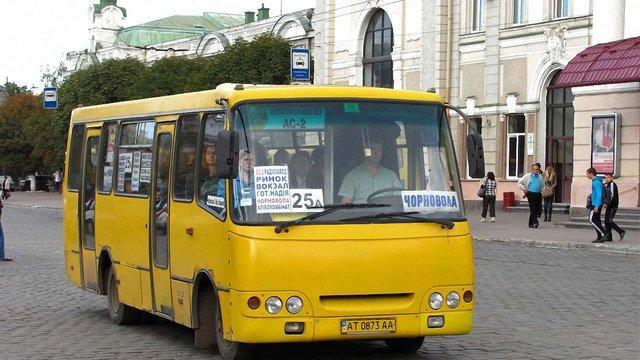 В Івано-Франківську запровадили різну вартість проїзду у маршрутках в денний і вечірній час