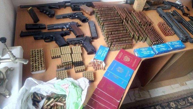 У Києві злочинна група виготовляла паспорти бойовикам ОРДЛО для «легалізації» в ЄС