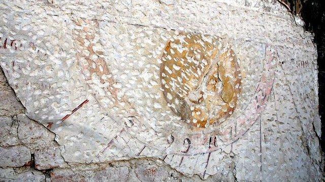 У Жовківському замку віднайшли сонячний годинник часів короля Яна III Собеського