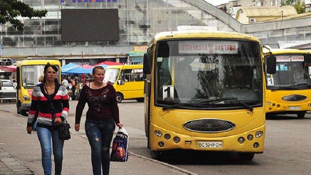 Червоноград розірвав угоди з міськими перевізниками через численні порушення