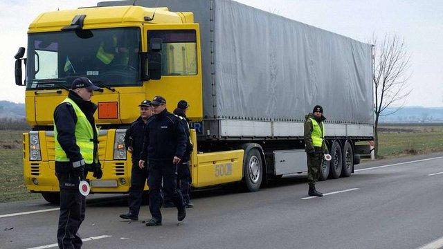 У черзі на польському кордоні на смерть збили водія української вантажівки