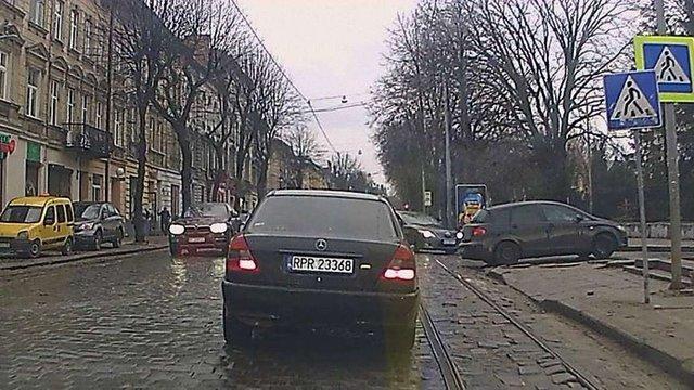 У центрі Львова водій-порушник ПДР збив пішохода на «зебрі» і втік
